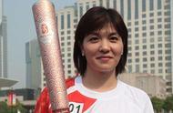 她是中国泳坛首位奥运冠军,47岁身家过亿,英籍儿子惹争议