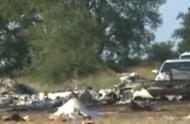 """美国航校""""古董""""飞机遇事故坠毁致2人死亡,其中一名为中国学员"""
