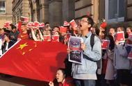 """""""你不能飞""""!留学生唱《过火》创意回怼示威者"""