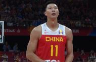 毫无主场优势!中国男篮在家门口差点被裁判坑了,王仕鹏进行吐槽