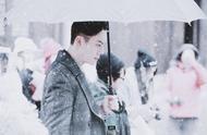 最想共伞的男爱豆,必须是雪中撑伞的张大佛爷,你不pick他吗?