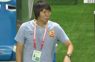 中超又有巨大争议,李铁抗议判罚把队员叫到场边,比赛中断5分钟
