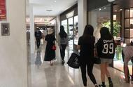 网友偶遇刘亦菲舒畅逛街,两位女神感情依旧很好