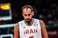 奇迹!伊朗20分狂胜直通奥运,球员冲进场内疯狂庆祝