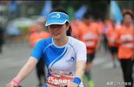 奇葩!马拉松赛美女竟骑共享单车参赛,有人还在朋友圈高调炫耀