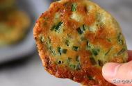 不用揉面,不用油炸,这是韭菜茄饼的懒人做法,外酥里嫩吃着香