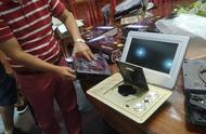 """深圳一""""知名""""电器公司拒不还款 用廉价电子原料抵扣巨额货款"""
