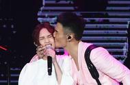 杨丞琳与李荣浩领证,上热搜的却是李荣浩的眼?
