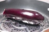 凉拌手撕茄子,很多人都喜欢吃的一道家常菜,好吃不腻,值得一吃