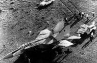 最著名的飞行员叛逃事件:当他座驾被拆开后 美军大呼上当