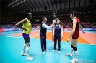 惊险!中国女排3-2险胜巴西,6连胜仍居榜首,朱袁52分成关键