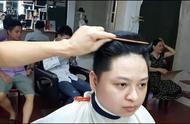头发又多又硬适合什么发型