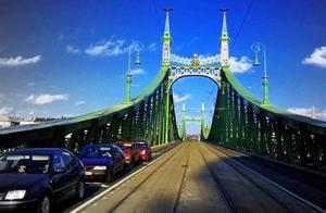 一边布达,一边佩斯,冬天去布达佩斯看大桥
