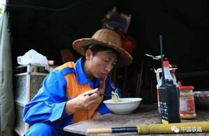 「寻找春运最美铁路人」昆明铁路局广通工电段邓云安:成昆铁路守石人