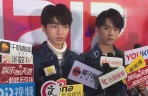 易烊千玺采访被略过,王俊凯及时发声护弟:你能让千玺先说完吗?