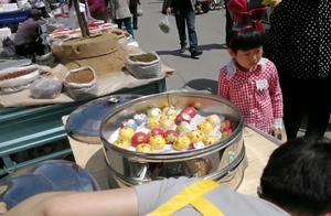 东北旅游遇最美网红馒头,4元一个说不算贵,好看真的好吃吗?