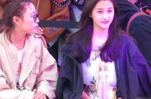 网友偶遇关晓彤东方明珠出席活动,未ps照侧脸美比电视上还漂亮