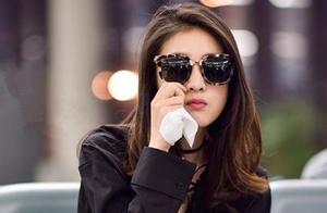 """张雪迎""""酷炫girl""""现机场,难改""""吃货""""本色又酷又萌!"""