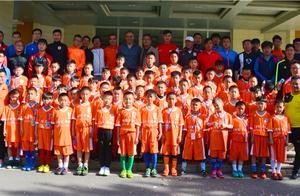 教练、队员齐聚足校,鲁能青训足球人才基地训练理念加强升级