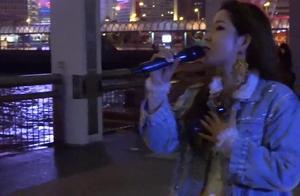 香港中环街头表演,美女一曲老歌《上海滩》韵味十足,真是好听!