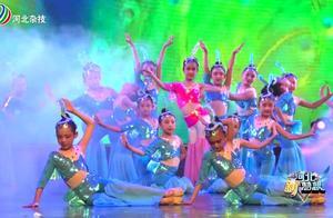 """儿童舞蹈《年年有余》小朋友们犹如""""鱼儿""""一般,表现真是太棒了"""