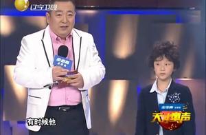 天才童声:5岁霸气男孩倾力演唱《热情的沙漠》,满满巨星范