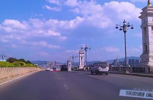 中国10佳旅游城市,云南大理,洱海边的城市道路