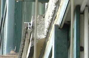 16层高楼外墙开裂!一不小心就砸到人!住户心慌慌,问题咋解决?
