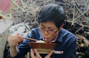 九九炒了一道好菜,小狗米酒太爱吃,好吃到不行