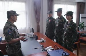 军人观看完视频,决定增加地面作战训练,想提高飞行员存活概率