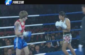 爆炸输出!中国女孩连续十几拳暴打对手,直接结束比赛!