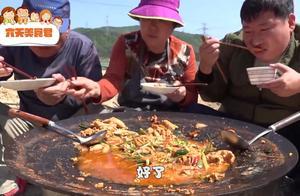 韩国一家人,妈妈用鱼卵做了一顿饭,显然不合爸爸的胃口!