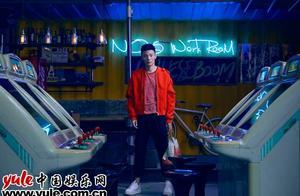 """李荣浩将登金曲奖颁奖礼 筹备惊喜""""黑色摇滚"""""""