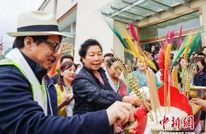 """成龙携手北京眼科""""西藏公益行""""为高原眼疾患者带来""""光明"""""""