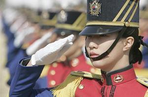 韩国女兵英姿飒爽,为何无美女,看完你就明白了
