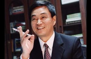 其弟是中国前首富,侄女是美女富二代,他亦是亿万富豪