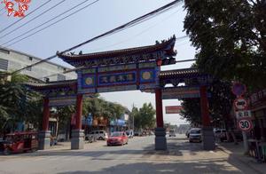 四大名镇之一的朱仙镇,没有繁华只有长满草的河道和无人住的房子