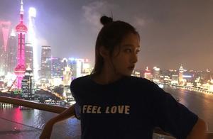 关晓彤晒照在上海晚上看夜景东方明珠塔挺漂亮,这是多高的楼呀?