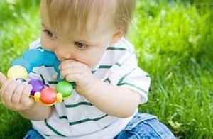 女童把别针吞进肚子,千钧一发之际,家长这么做避免大危险
