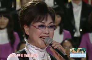 著名歌唱家李谷一演唱《我和我的祖国》,大气抒情,百听不厌