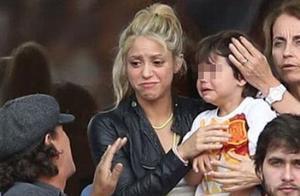 老爹皮克的西班牙被意大利打败,夏奇拉和爱子看台痛哭,感动网友
