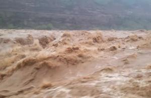 台湾人第一次看到黄河壶口瀑布,真的好壮观
