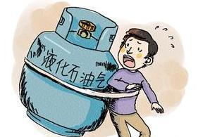 恐怖,夫妻吵架,丈夫将煤气瓶扔下楼吓坏路人