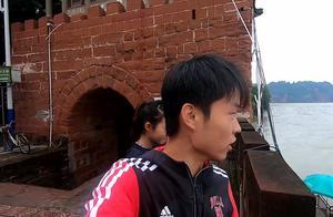 穷游中国小情侣:4块钱坐渡轮前往太阳岛 三江汇流处参观乐山大佛
