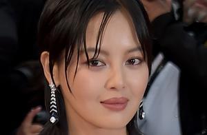 80后女星辛芷蕾鸵鸟毛纱裙惊艳戛纳,名气不及刘涛巩俐造型却完胜