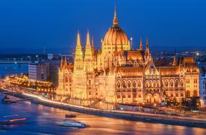 欧洲最大的国会大厦,成为蓝色多瑙河畔最美地标,宛如童话城堡