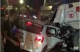 突发:陕西咸阳一私家车和商砼车发生事故 一人当场身亡