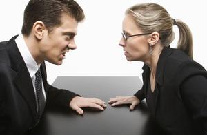 发生争执时,你越澄清你的立场,别人越会反对该立场