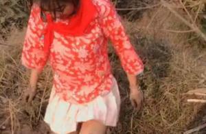 女子衣着暴露戴红领巾拍短视频,被当地警方行政拘留12日