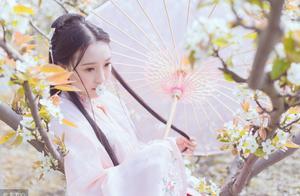 连续失眠后我怀疑闺蜜送我的桃花,翻开花瓣才发现她险恶用心